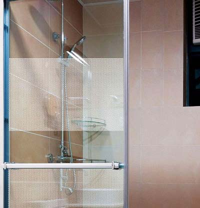 fensterfolie selbstklebend wei e punkte tapetenwelt. Black Bedroom Furniture Sets. Home Design Ideas
