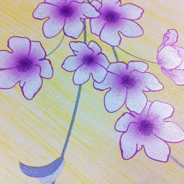 Tapete Blumenranken Seideneffekt lila Details