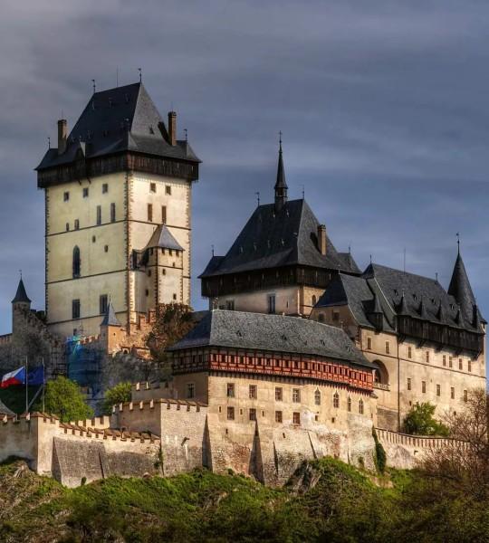 Vliestapete Burg Karlstein 225x250