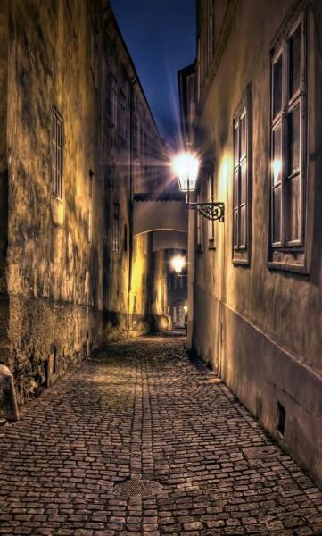 Vlies Fototapete Gasse bei Nacht 150x250