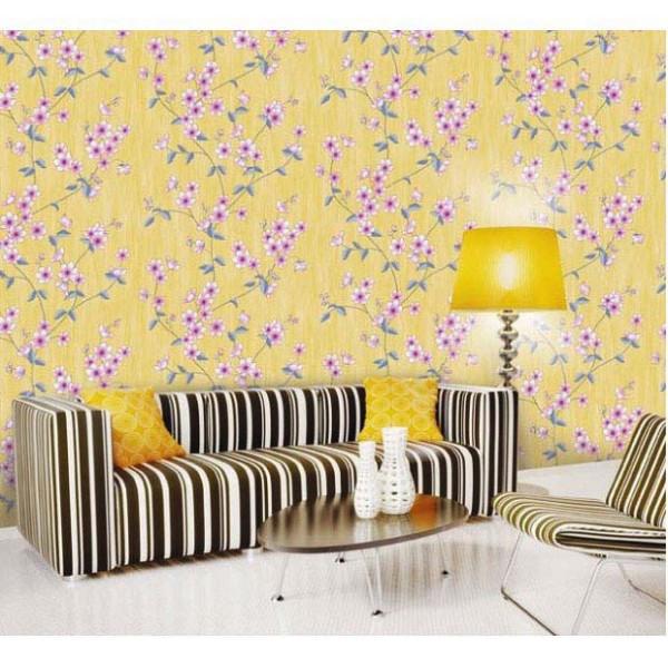 Tapete Blumenranken Seideneffekt lila Wohnzimmer
